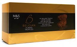 Marks & Spencer Pralinky z belgické mléčné čokolády obalené vločkami z mléčné čokolády