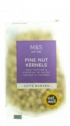 Marks & Spencer Piniové ořechy