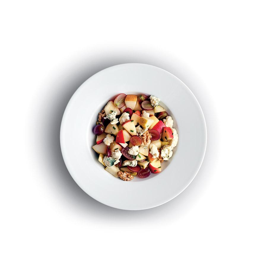 Salát z jablka, květáku a modrého sýra