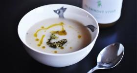 Lehká celerová polévka s bazalkovým pestem