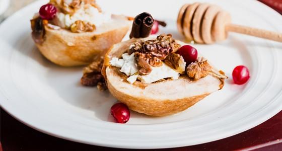 Medové hrušky s ricottou a ořechy