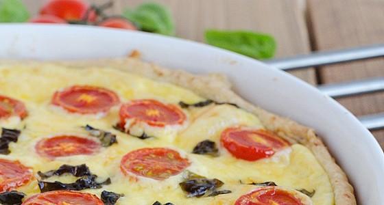 Slaný koláč s mozzarellou a rajčetem