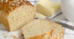 Domácí chléb s vločkami a medem