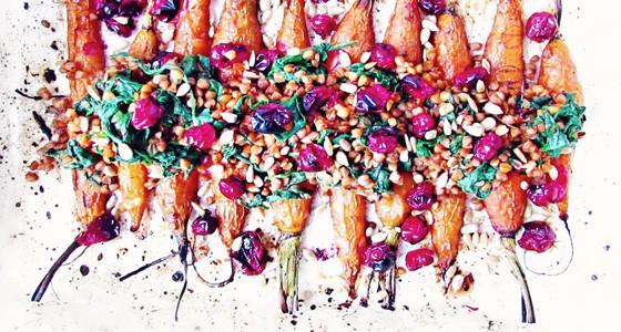 Pečená mrkev s brusinkami a pohankou