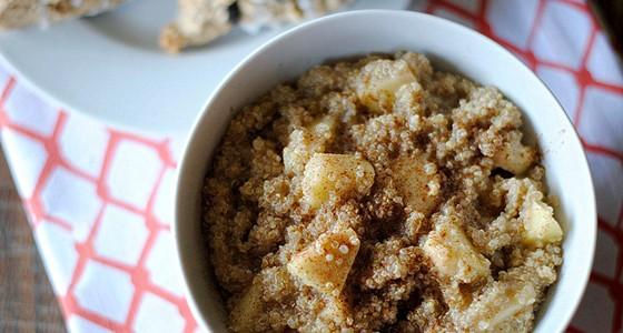Quinoa kaše s jablky a skořicí
