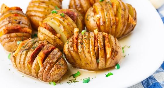 Grilované brambory se slaninou