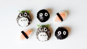 """""""Totoro"""" nigiri a onigiri sushi"""
