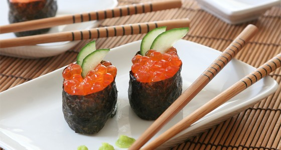 Gunkan sushi skaviárem