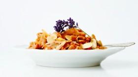Pohankové těstoviny s červeným pestem