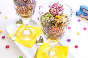 Lehká tvarohová zmrzlina s lentilkami