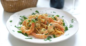 Šafránové těstoviny s krevetami