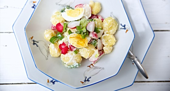 Jarní bramborový salát s jogurtem
