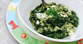 Pohankové vločky se špenátem a čerstvým sýrem