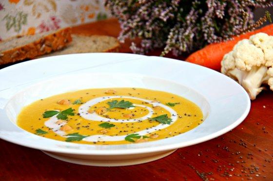 Květákovo-mrkvová krémová polévka s cizrnou (od 1 roku)