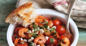 Smažené krevety s cherry rajčaty a fetou
