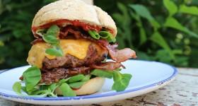 Hovězí burger se slaninou