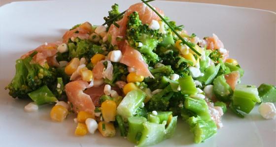 Brokolicový salát scottage sýrem a lososem