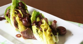Salát little gem shovězím masem a glazovanými