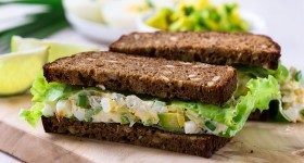Vajíčkový sendvič s avokádem