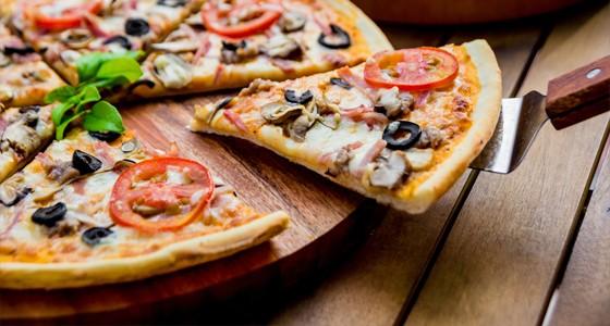 Pizza se šunkou a sýrem