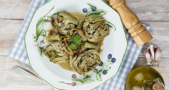 Vařená srdíčka artičoku s cibulí a česnekem