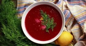 Řepovo-pastináková polévka s křenem